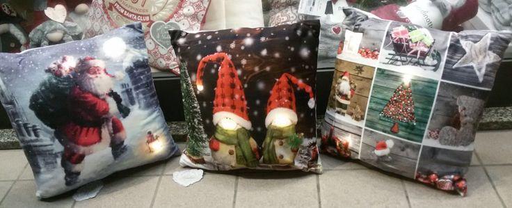 Cuscini Natale luminosi. Da Spugna Riccione.