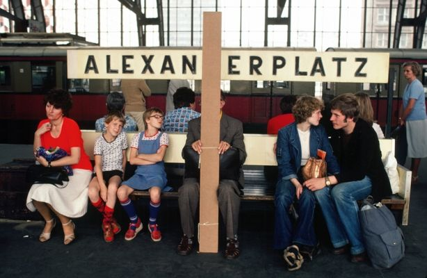 People waiting at Stadtschnellbahn station Alexanderplatz in Berlin (1980)