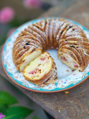 Strawberry & rhubarb sponge / Pastries ~ Recipes   Leila Lindholm (leila.se)
