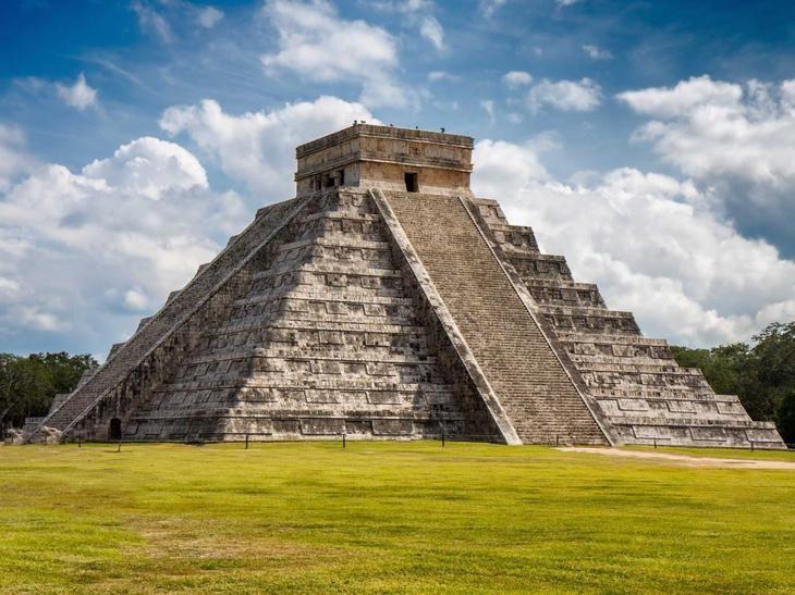 Священное место Чичен-Ица в мексиканском городе Тинум обладает богатой 1000-летней историей и титулом одного из главных центров древних майя на полуострове Юкатан. Первое человеческое поселение на этом месте датируется 415-455 гг. н.э.