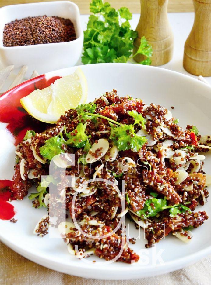 Quinoa šalát so sušenými paradajkami a mandľami