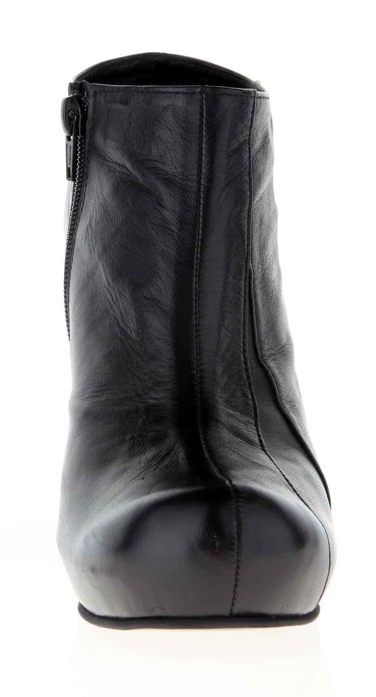 Womans shoe (leather mat, stainless-steel heel)