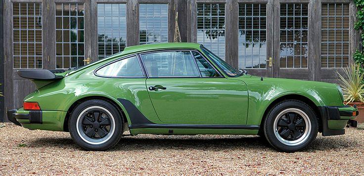 Deze Porsche 930 Turbo 3.3 Coupe in spectaculair Olive Green wordt in Engeland te koop aangeboden door Maxted-Page. Chassisnummer #930 870 0673 werd in juni