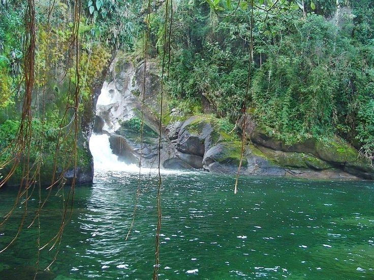 O Parque Nacional do Itatiaia, no Rio, é repleto de atrativos naturais como o pico das Agulhas Negras, maciço das Prateleiras, vale do Aiuruóca e a pedra do Altar, o lago Azul, a cachoeira Poranga, a piscina Natural do Maromba, a cachoeira Itaporani, a cachoeira Véu de Noiva e os Três Picos. No local é permitido praticar montanhismo, ciclismo, caminhadas e tomar banhos de cachoeiras. O parque conta com uma área de camping para pernoite. A visitação acontece o ano todo, mas o melhor período…