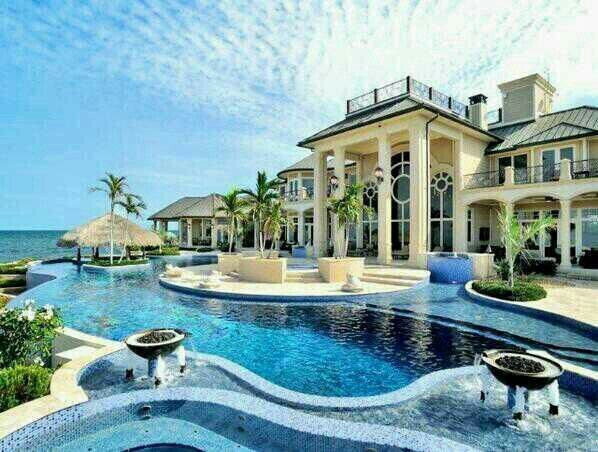 beautiful house and pool - Big Mansions With Pools