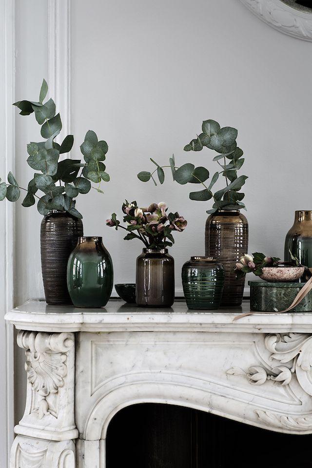 Décoration de cheminée : accumulation de vases, branches d'eucalyptus. T.D.C | Broste Copenhagen A/W15 Styling: Marie Graunbøl Photo: Line Thit Klein