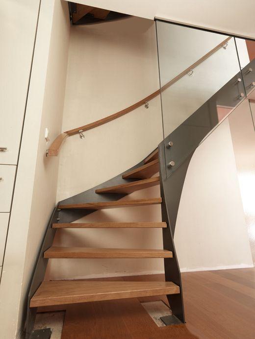 Stalen trap met houten treden KWT21