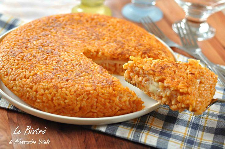 Il Riso saltato farcito è un ottimo piatto facilissimo e goloso. Una pietanza perfetta anche per riutilizzare un risotto avanzato.