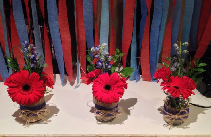 Cute accent arrangements In blue and red.