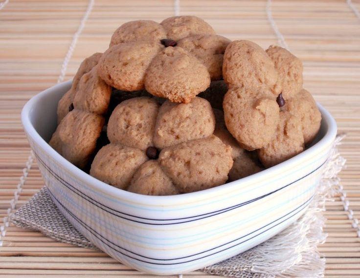 Fare i biscotti: l'espressione evoca romantiche immagini di cucina casalinga, fa pensare a nonne con le maniche rimboccate e la vita cinta ...