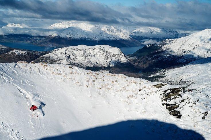 Утро на пике Коронет. Отличное начало Фестиваля Зимы!  | Ahipara Luxury Travel New Zealand  #экстрим #квинстаун #южныйостров #туры #отдых #горнолыжныйсезон  Photo by Brandon Stanley