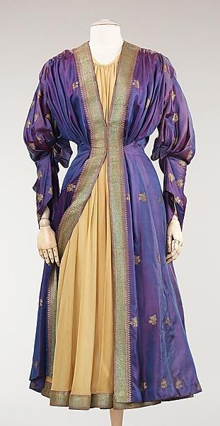 Evening dress by Mainbocher, 1948. Image © The Metropolitan Museum of Art