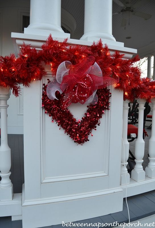 Porch Decorated For Valentineu0027s Day
