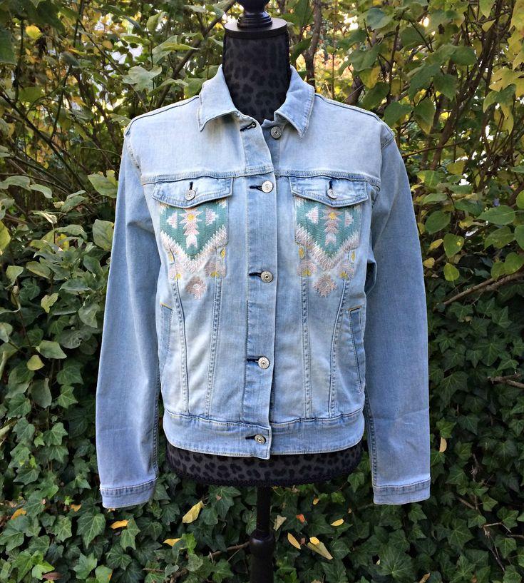 Southwest Embroidered Light Wash Jean Jacket / Denim Jacket / Size Large