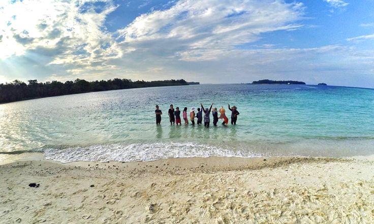 Seluruh pantai di jajaran Kepulauan Seribu memiliki pasir yang putih dan bersih.