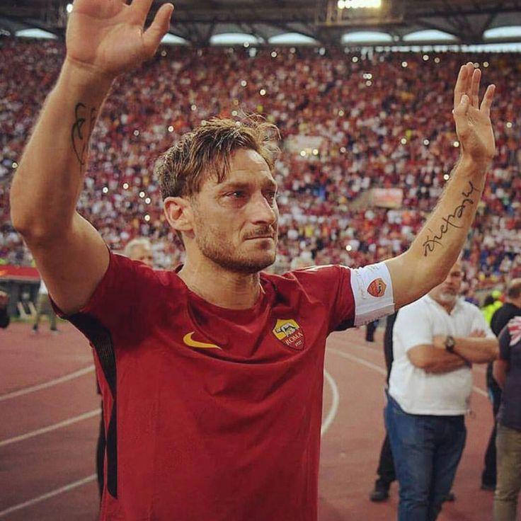 Un solo uomo al comando. Re di Roma. #Totti