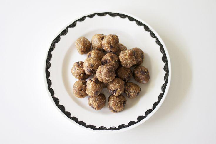 peanut butter cookie dough balls: Health Food, Protein Cookie Dough, Amm Blog, Peanut Butter Balls, Peanut Butter Cookies, Cookies Dough Ball, Creamy Peanut Butter, Healthy Peanut, Dough Balls