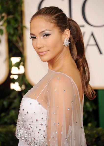 Jennifer Lopez Dangling Diamond Earrings - Jennifer Lopez always looks amazing on the red carpet. The 'American Idol' judge wore unique diamond earrings at the Golden Globe Awards.