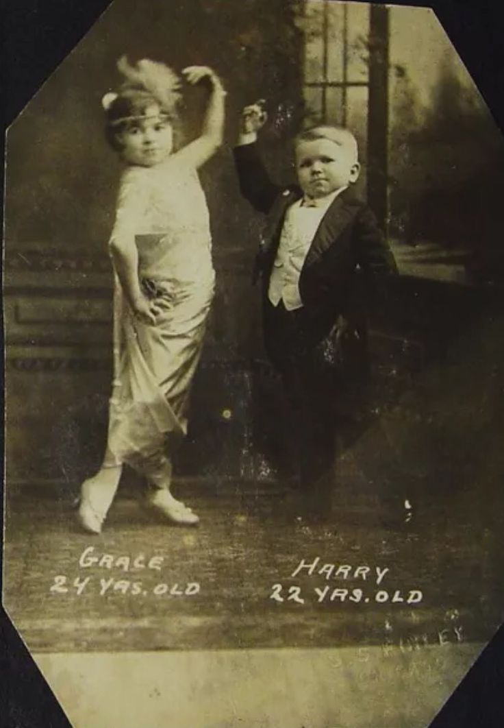 Harry and Grace Earles of the dwarf troupe: The Doll ...