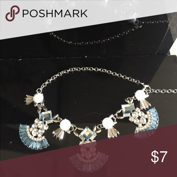 💚Blue and white statement necklace💚 A silver based blue and white statement necklace Charming Charlie Jewelry Necklaces