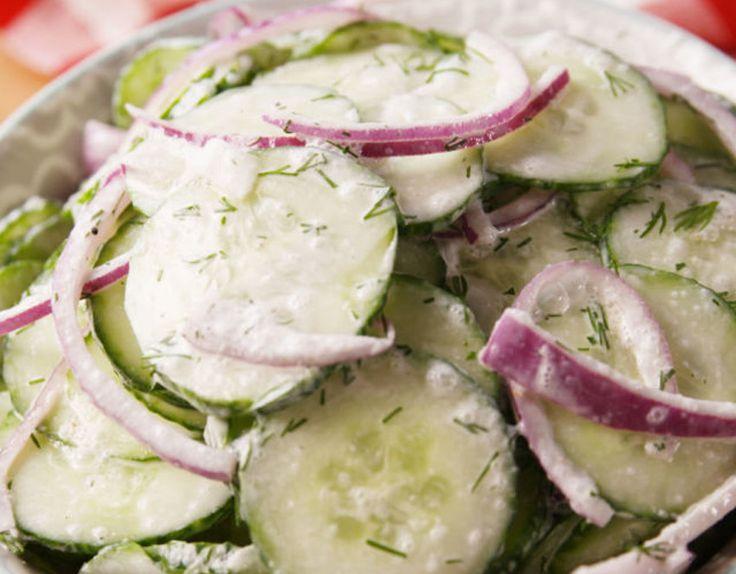 Ça commence à être le temps de se faire des savoureuses salades de concombre avec ceux-ci qui commencent à pousser! Gâtez-vous :)