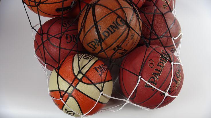 Red de pelotas de baloncesto de textura de cuero con colores marrones, naranjas y blancos. #basketballball #basketspirit