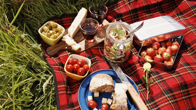 Pack blankets, bites and booze—but be careful with the latter, kids—for an alfresco feast in one of these great picnic spots.