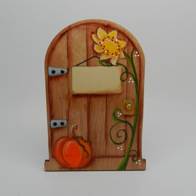 17 best images about little tinkers gifts on pinterest for Painted fairy doors