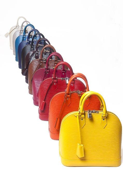 Este verano, bolso de color. En esta imagen de nuestro álbum, una colección de Louis Vutton.