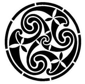 """""""TRISKEL"""", representa el equilibrio entre mente y cuerpo, la evolución, el principio y el fin, el pasado el presente y el futuro."""