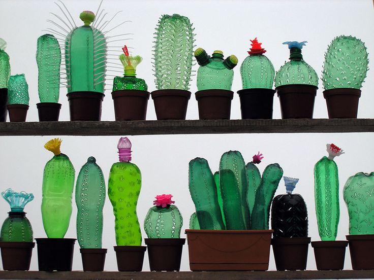 Att plast är ett underskattat material att jobba i är en sanning som kommer i dagen när det gäller tjeckiska Veronika Richterová – håller ni inte med? För jösses vad den här kvinnan är kreativ med plast. Kolla in själva – det finns liksom ingen hejd på vare sig användningsområde eller typ av plast hon …