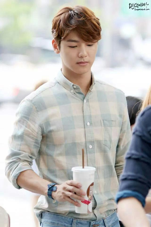 Minhyuk  very serious, but he smile!... heaven