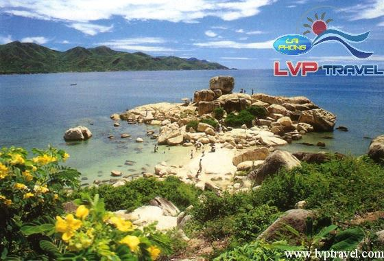 how to get to nha trang from hanoi