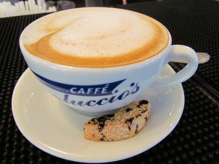 İtalyanlara göre Cappuccino içmek için en ideal zaman kahvaltıdan hemen sonrasıdır. #CarlucciosTR #coffee #cappuccino