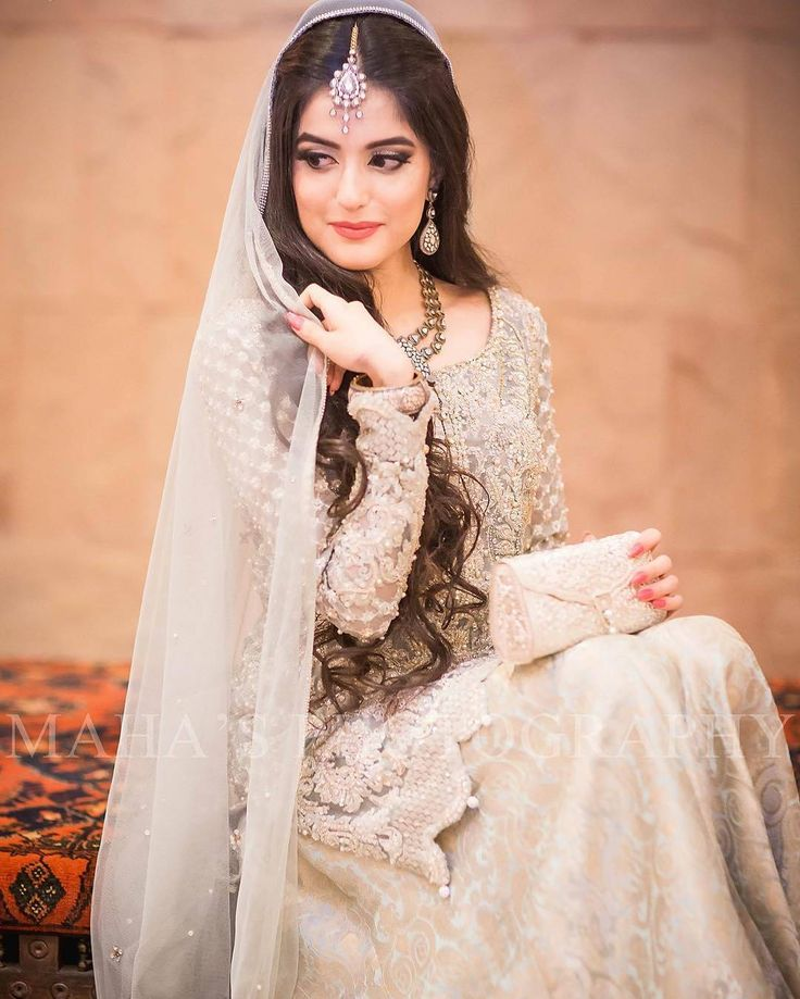 Love everything about her  Dress pose and she so pretty  Captured By : @mahasphotography  #pakistaniwedding #pakistani #indianwedding #pakistanibride #pakistanifashion  #pakistanibridal #pakistan #pakistanistyle #pakistanidress #pakistanicouture #pakistaniweddings