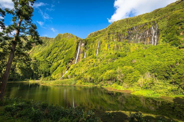 #PróximaParagem Flores Conheça as ilhas mais a ocidente do arquipélago dos Açores, onde, por entre cascatas de cortar a respiração e uma luxuriante vegetação, se vive o silêncio e a tranquilidade, tão raros nos dias de hoje. Viaje com a Azores Airlines até aos Açores e aos seus inúmeros encantos.   #Corvo #Flores #VisitAzores #AzoresAirlines