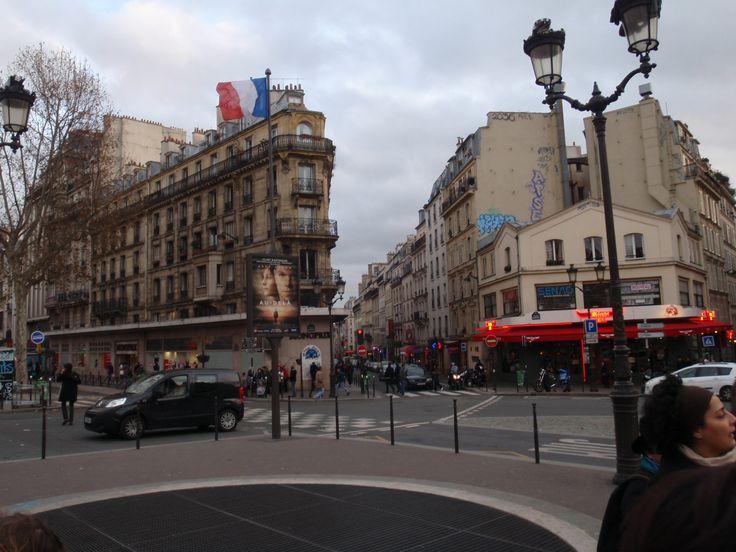 Al frente del Moulin Rouge