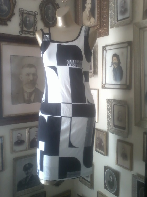 Mod inspired dress by DONNA $18.00