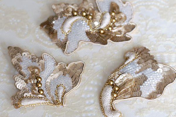 Broche de paillettes et de perles