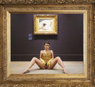 Deborah De Robertis - Performance al Museo d'Orsay