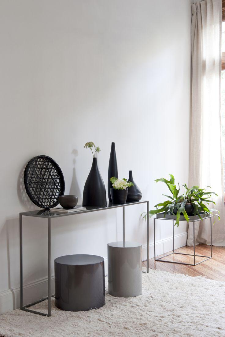 Consola Bahamas, mesas Baltra y Puket en tonos gris bronce. #solsken #living #deco #homedesign #decoracion #diseño www.solsken.com.ar