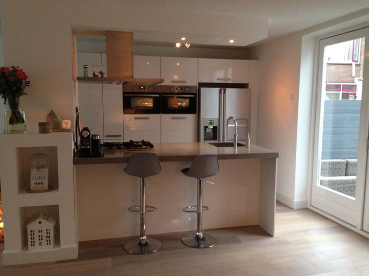 Keuken grijs wit kookeiland moderne keukens strak wit pinterest - Deco witte keuken ...