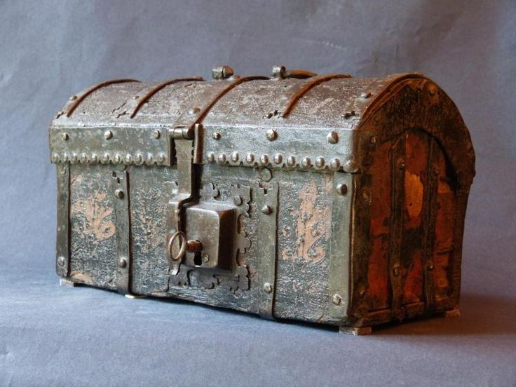 antiquit petit coffre gothique m di val coffret bomb en fer fin du moyen age quartier des. Black Bedroom Furniture Sets. Home Design Ideas