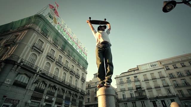 MADRID LONGBOARD by Juan Rayos. Surfing the city.