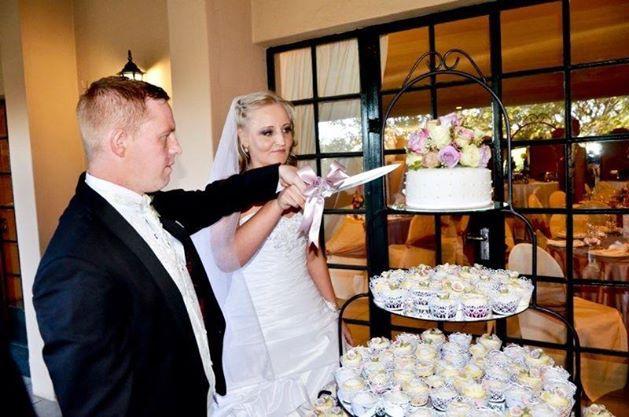 Wedding cake and cupcakes vintage romantic style