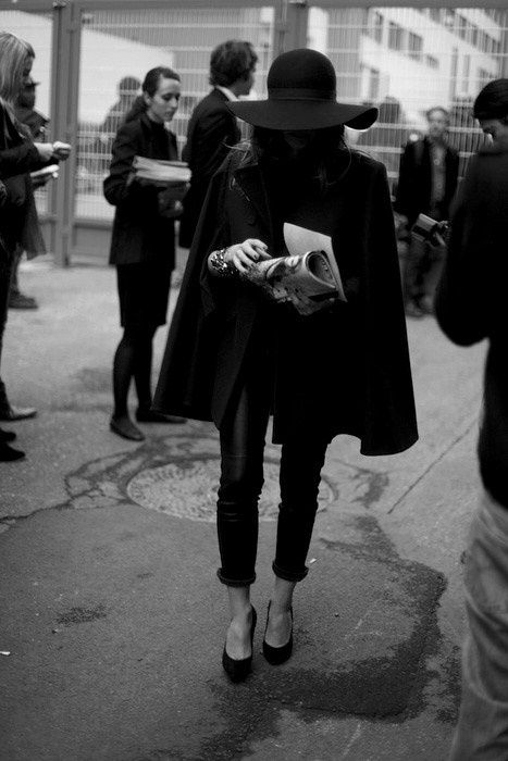 All black chic - Street style.