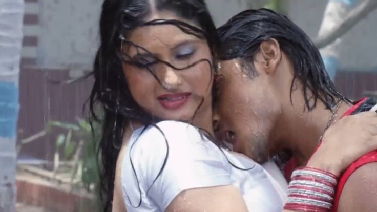 Bhojpuri Hot Song In Rain  Barsaat Mein  Hathiyaar