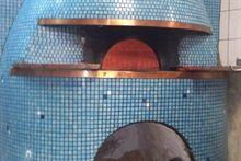 #Pizzeria DI MATTEO in Via dei Tribunale, 94 - La pizzeria Di Matteo è uno dei locali storici più noti della città di Napoli. La fama di questa antica famiglia di pizzaioli è riconosciuta in tutto il mondo, non a caso turisti e stranieri pongono come tappa obbligatoria dei loro viaggi la pizzeria Di Matteo. Riconosciuta soprattutto per la pizza fritta e le varie fritture in genere la pizzeria Di Matteo si distingue da molte altre proprio per essere al tempo stesso anche una friggitoria.