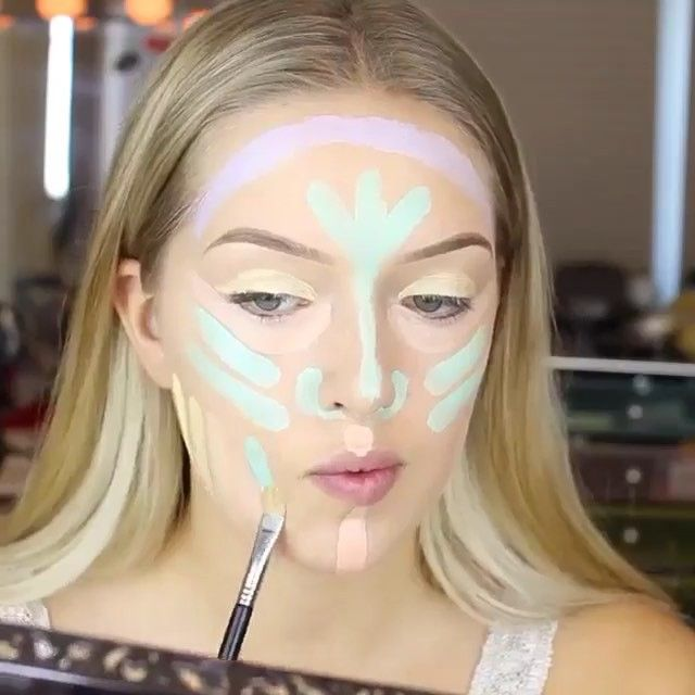 Amazing how she uses the soft pastel palette for color correcting and concealing (before applying her foundation)!! Video tutorial by @tianacosmetics Purple correct yellow tones Green correct any redness and blemishes Yellow & pink are for any dark circles, darkness or acne scarring [Product used is NyxCosmetics color correcting kit]