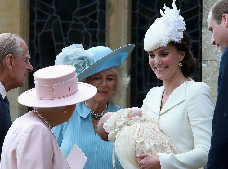 Todos os detalhes do batizado da princesa Charlotte na Inglaterra Queen Elizabeth, Princess Charlotte, Duchess Catherine, Prince Philip, Prince William, Camilla, Christening